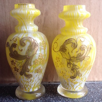 A pair of small Bohemian vases. - Art Glass