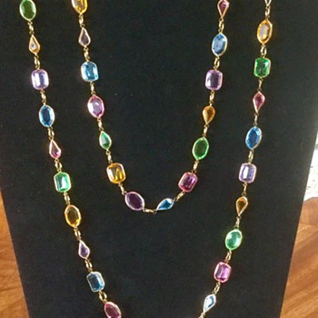 I Haven't Seen A Lucite Strand Like This! - Costume Jewelry