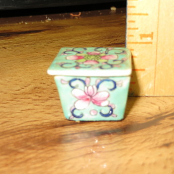 Square Asian Porcelain Cups with lids - Asian