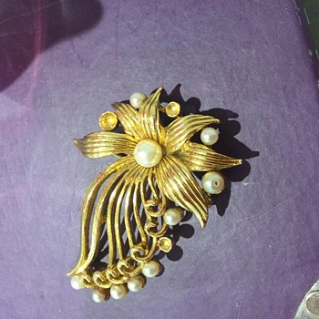 Ciner(?) Brooch - Costume Jewelry