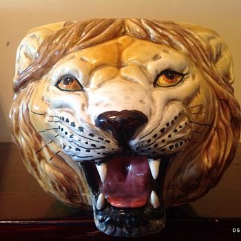 Lion head  flower pot  - Animals