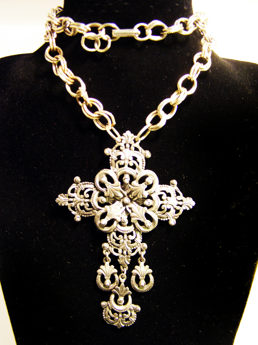 Vintage florenza filigree cross necklace collectors weekly mozeypictures Images