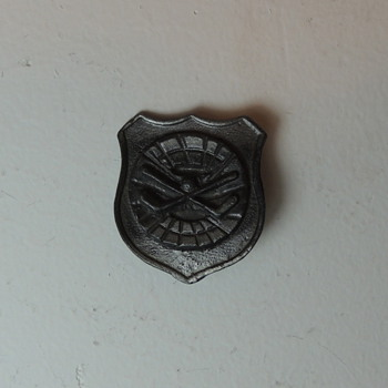 Old Hockey Pin - Hockey