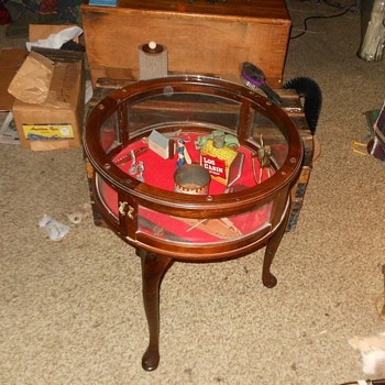 Round Curio Display Table - Furniture
