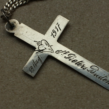 Silver WWI memento cross - Fine Jewelry