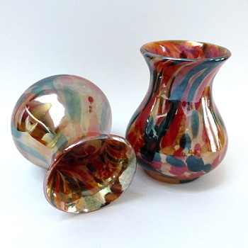 Pair of iridescent spattered vases - Art Glass