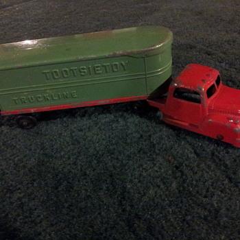 Tootsietoy Truckline Diecast Truck - Model Cars