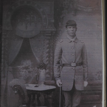 My great-great grandfather in his Civil War uniform - Military and Wartime