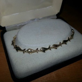 Diamond cut and polished 14k gold dolphin bracelet