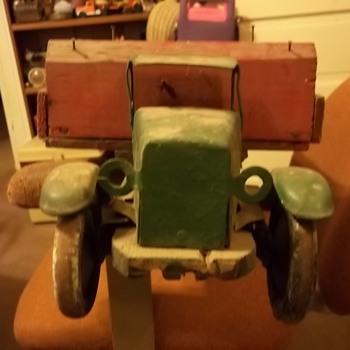 VINTAGE MODEL TRUCK - Model Cars