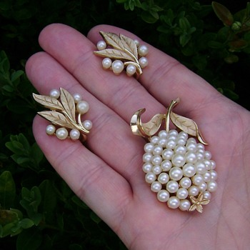 Vintage Trifari Fruit Flower Brooch Set - Costume Jewelry