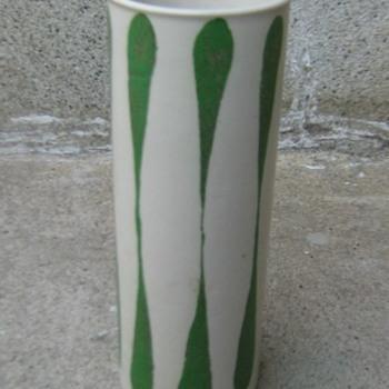 Frank Mann Vermont stoneware vase - Pottery