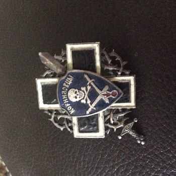 Possible white Russia  badge? - Medals Pins and Badges
