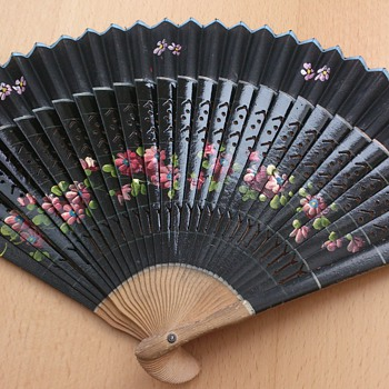 Painted hand fan - Accessories