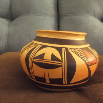 Hopi pot by Fannie Nampeyo - Native American