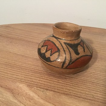 American Indian Pottery? Who know something about this? - Pottery