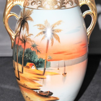Fairly clean Early Nippon Imperial Vase, very bright colors - Asian