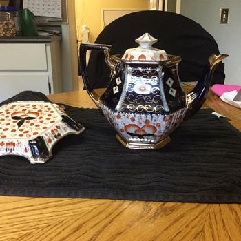 My great gramma's Tea Pot.any info appreciated. - China and Dinnerware