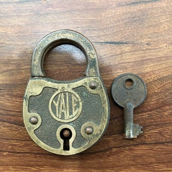 Yale padlock and key - Tools and Hardware