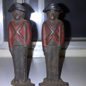 British soldier (cast iron) - Military and Wartime