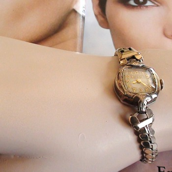 Vintage 1940s ?? Bulova Ladies Watch Gold  I'm not sure Year? Gold fill?