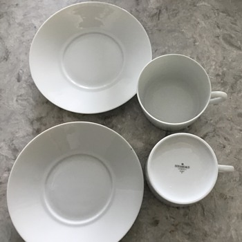 Bernardaud Limoges but can't find the pattern!   Got these out of a thrift stores trash :(  - China and Dinnerware