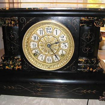 Seth Thomas mantel clock without columns  - Clocks
