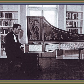 Concert Italian Harpsichord with Milanese Tapestry of the 1730's. - Music Memorabilia