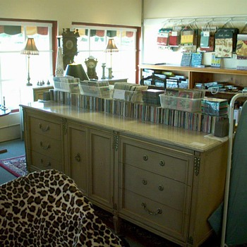 9 drawer dresser - Furniture