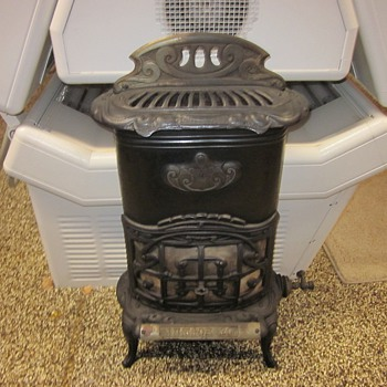 Antique Junior 20 Gas Heater - Kitchen