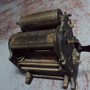 TWO VINTAGE PRINTING PRESSES ! - Office