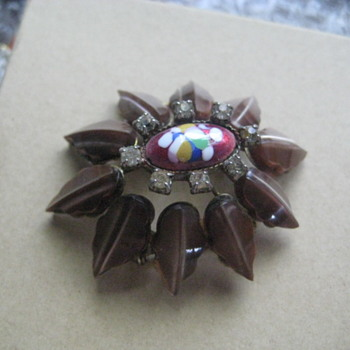 Beautiful Brooch unknown maker - Costume Jewelry