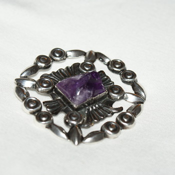 Mexican Vintage Brooch with Carved Amethyst - Fine Jewelry