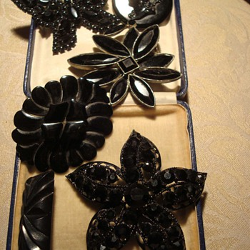 My favourite mourning brooches - Fine Jewelry