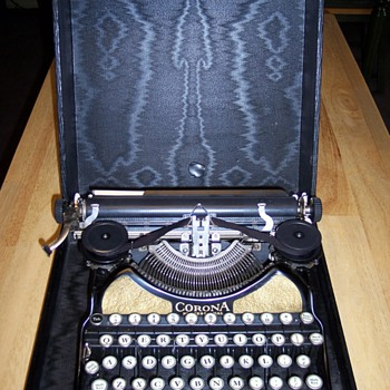 Smith & Corona typewriter - Office