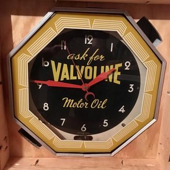 Neon valvoline clock - Clocks