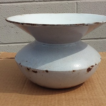 old cast iron enamelware (?) spittoon - Tobacciana