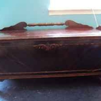Antique jacob bloom chest - Furniture