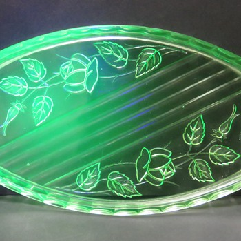 """Walther Sohn Uranium Glass Trinket Tray """"Waltraut"""" - Glassware"""