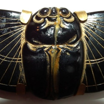BLACK STONE BRASS BACK ART DECO SCARAB BROOCH  - Costume Jewelry