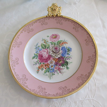 PLATE  LIMOGES France with Gold Hanging Frame - China and Dinnerware