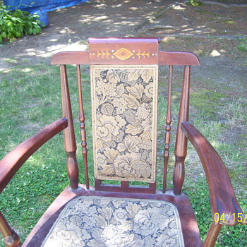 ? OLD CHAIR - Furniture