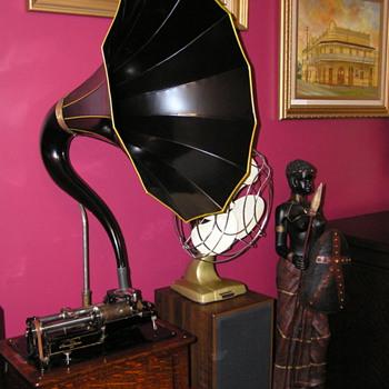 Edison Triumph model B C1906, cygnet horn - Records
