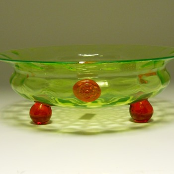Art Deco, Lime Green Art Glass Bowl, Circa 1930 - Art Glass
