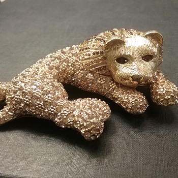 Ciner lion brooch  - Costume Jewelry