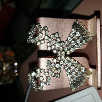 Was my Grandmothers. She was wear it in the picture with my grandfather and my mother. - Costume Jewelry
