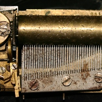 old music box movement. - Music Memorabilia