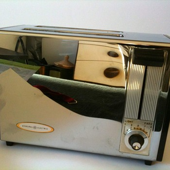General electric toaster 16T142. I wonder from which year it is. Looks 80's to me. Can someone precise the date? - Kitchen