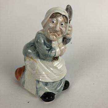 Old women figurine - Figurines