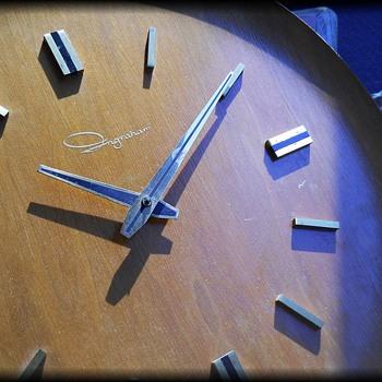 Vintage Ingraham Electric Clock - Clocks